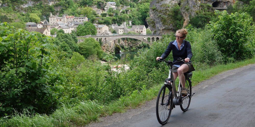 http://cevennes-evasion.fr/wp-content/uploads/2015/12/Vélo-électrique-Gorges-Tarn-1.jpg