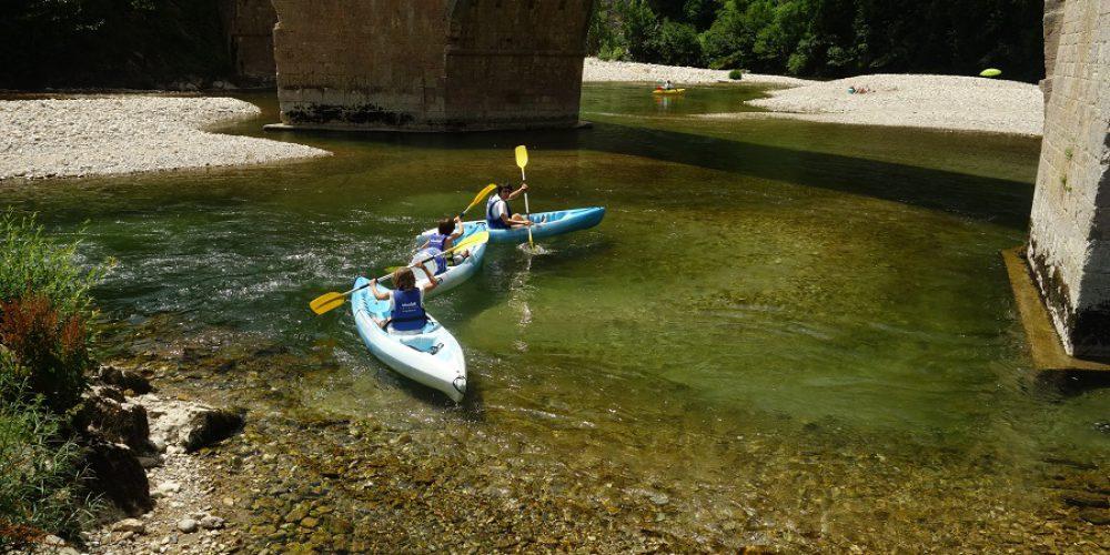 http://cevennes-evasion.fr/wp-content/uploads/2017/04/canoe-gorges-tarn.jpg